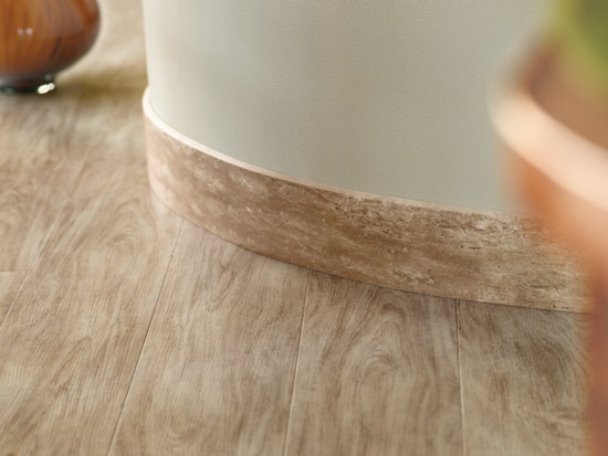 Gạch gỗ ốp chân tường kiểu nổi