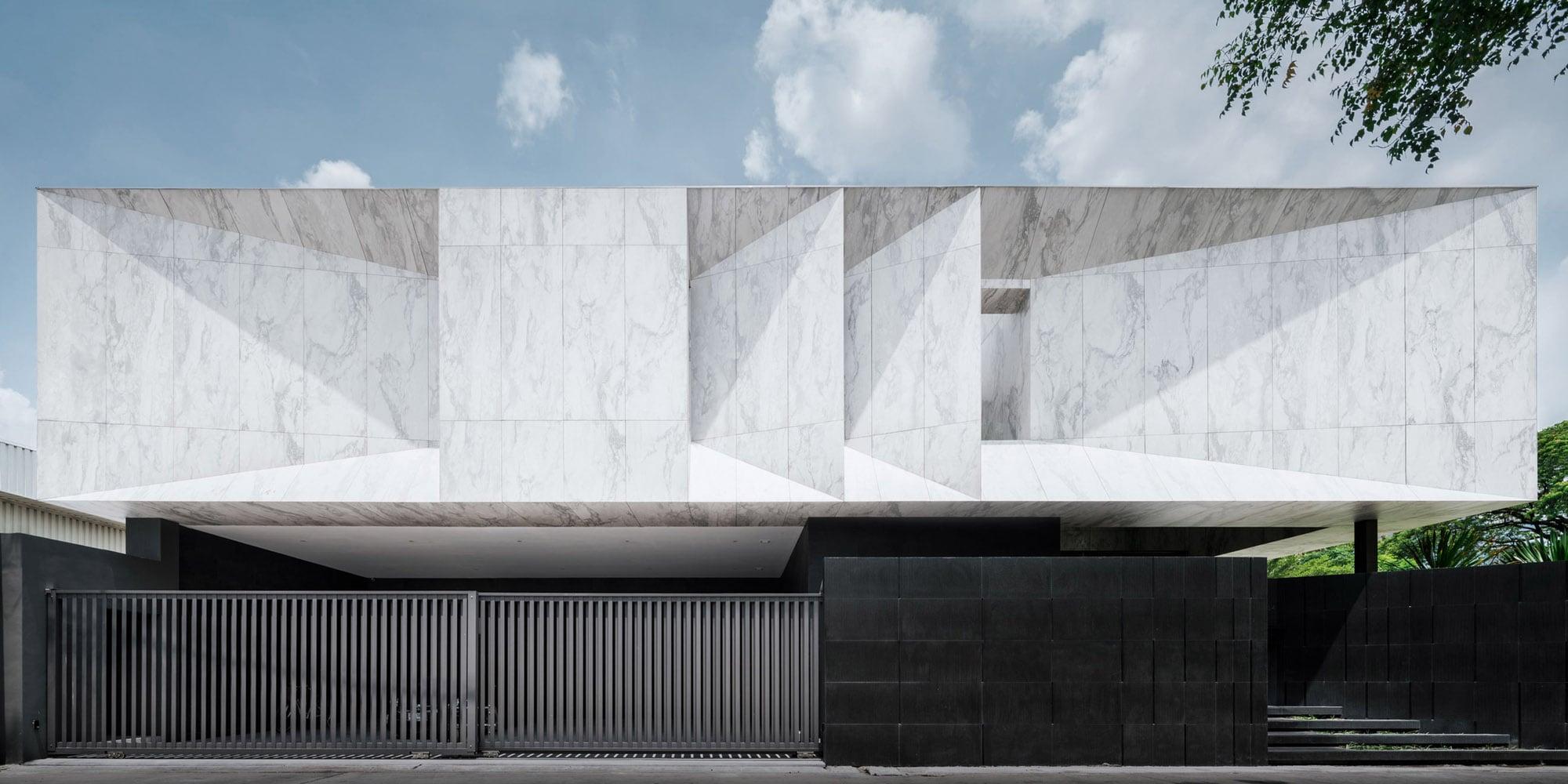 Gạch Marble vân khói trắng ốp tường mặt tiền