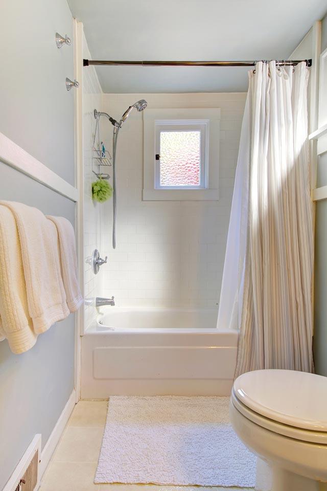Nhà vệ sinh nhỏ đẹp màu trắng