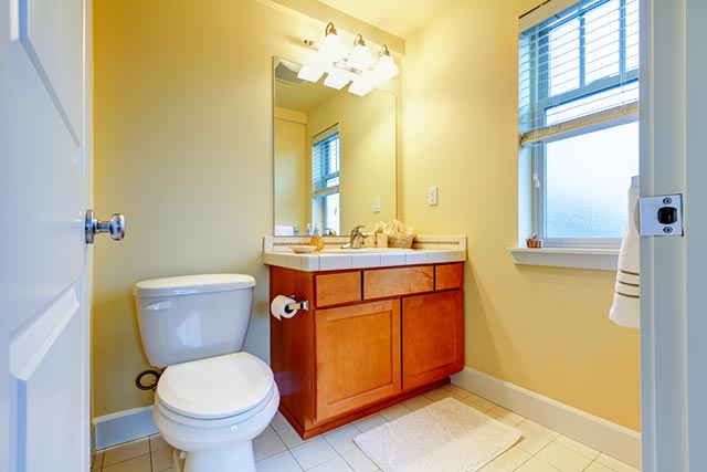Nhà vệ sinh nhỏ đẹp với ánh sáng tự nhiên