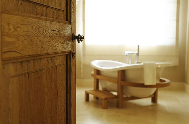 Cân nhắc khi sử dụng cửa gỗ