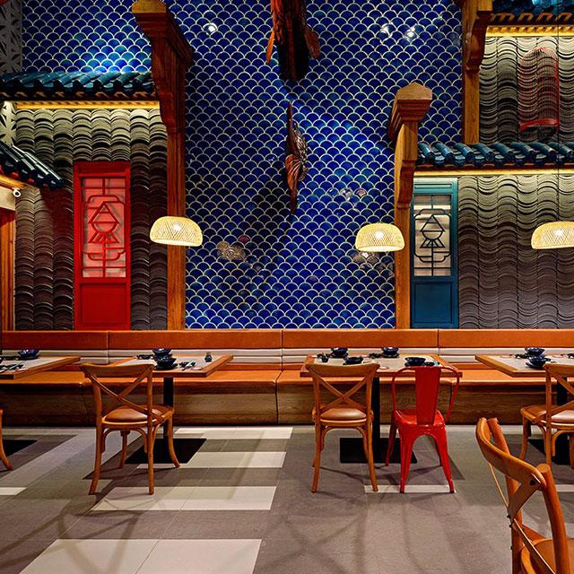 Gạch vảy cá ốp tường quán ăn