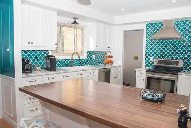 Gạch vảy cá ốp tường phòng bếp