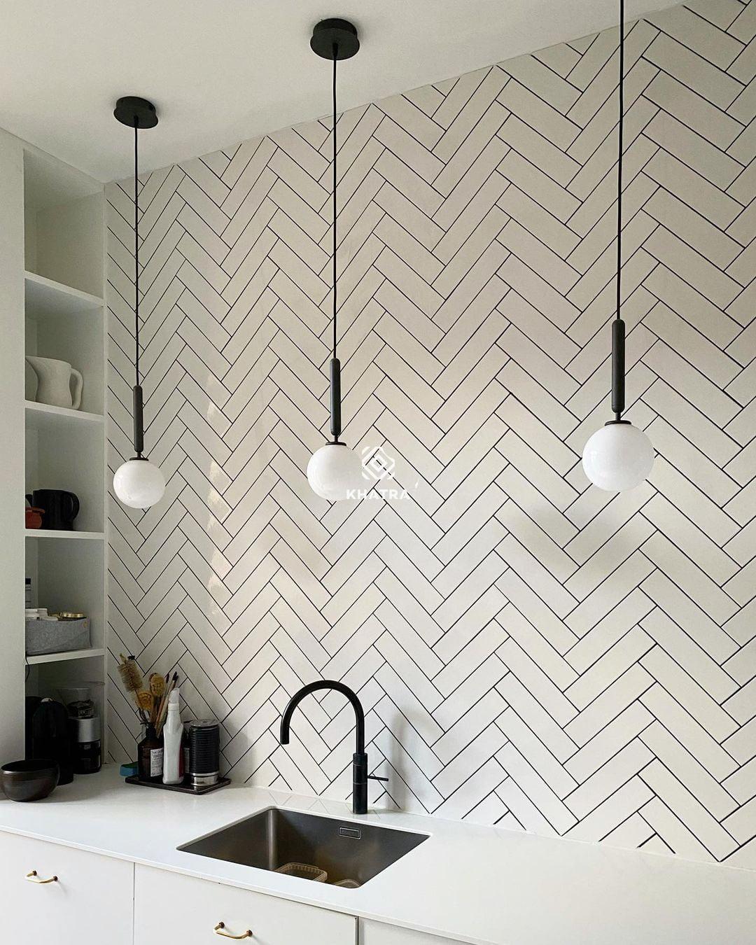 Gạch thẻ trắng 75x300 bóng ốp tường bếp