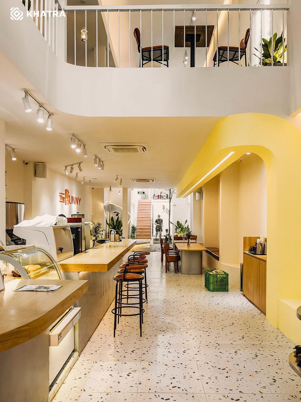 Hình thực tế gạch Terrazzo D6632 lát nền quán cafe (3)
