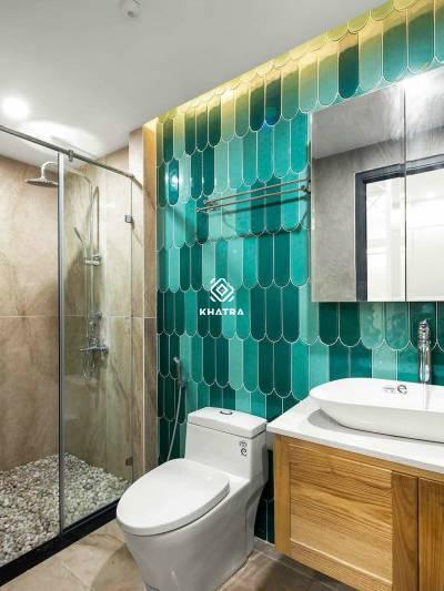 Gạch lông vũ 90300 ốp tường toilet