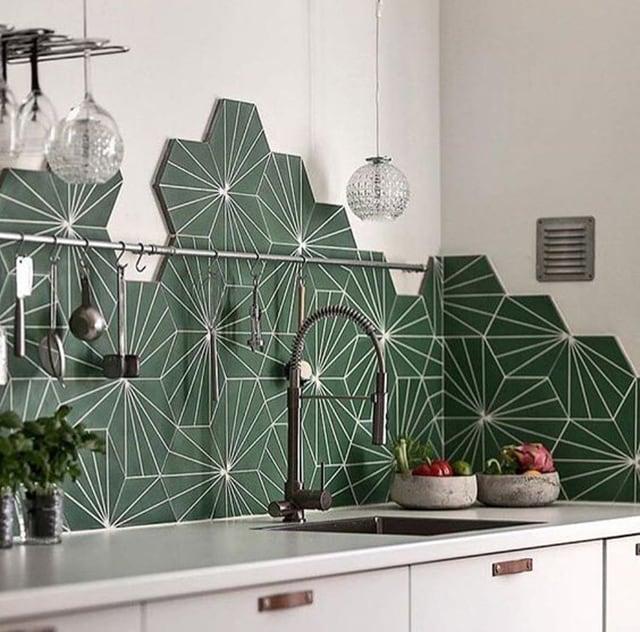 Gạch lục giác ốp tường phòng bếp