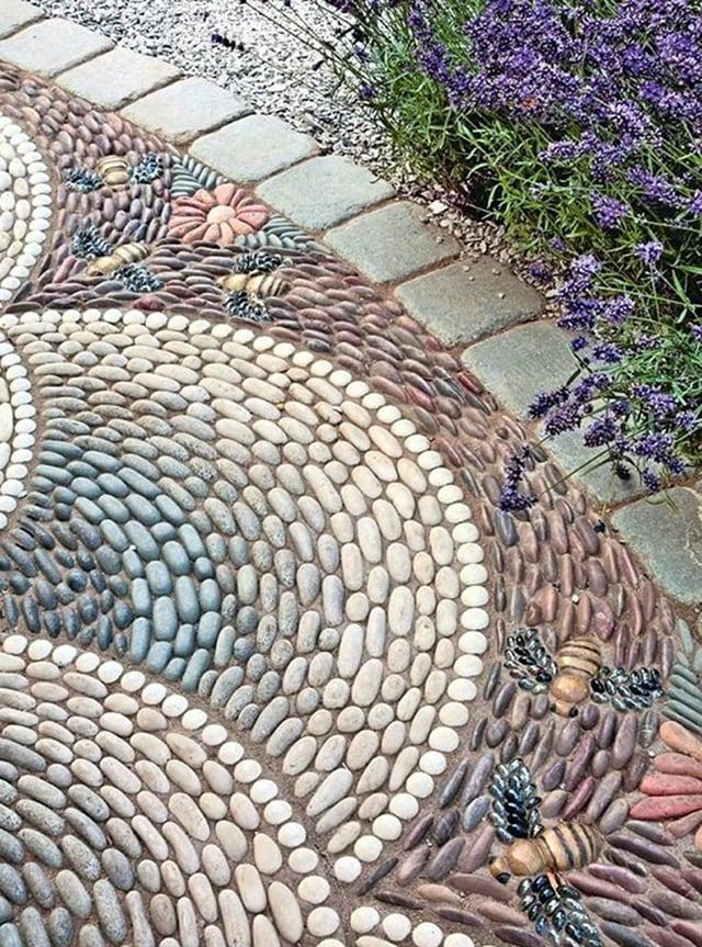 Gạch sỏi lát lối đi trong vườn