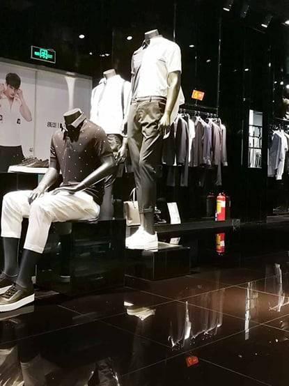 Gạch bóng kiếng Ink lát nền Shop thời trang