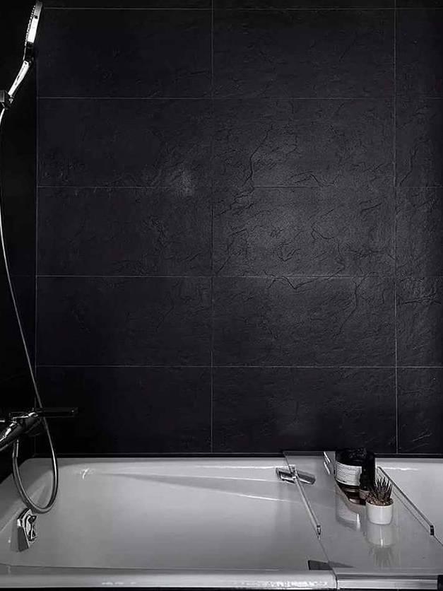 Gạch đen giả đá ốp tường toilet
