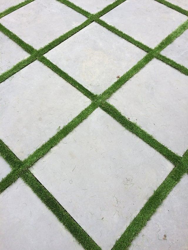 Gạch granite lát sân phối cỏ