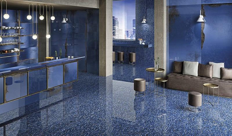 Phối gạch ốp lát Classic Blue với chi tiết mạ vàng