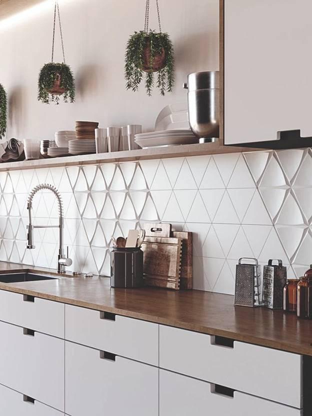 Gạch tam giác 3D ốp tường bếp