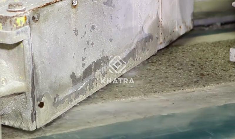 Phun nước trong quá trình phơi gạch