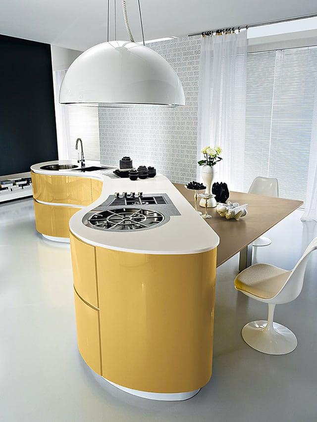 Tủ bếp với thiết kế cong lạ mắt