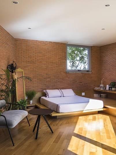 Kết hợp gạch giả gỗ và gạch đất nung ốp lát phòng ngủ