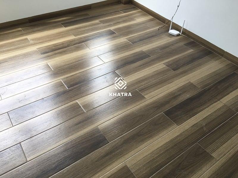 Gạch gỗ 1593105 lát nền phòng ngủ