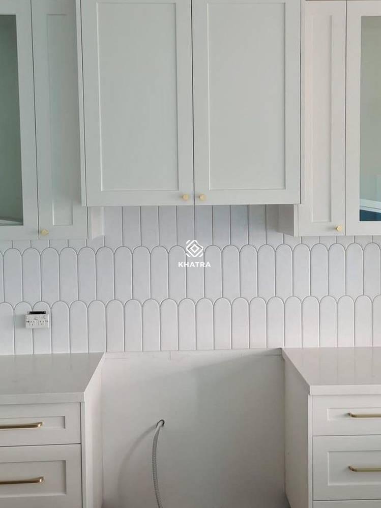 Gạch lông vũ Trắng ốp tường bếp