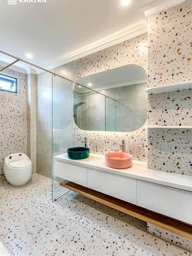 D6713 ốp lát toilet