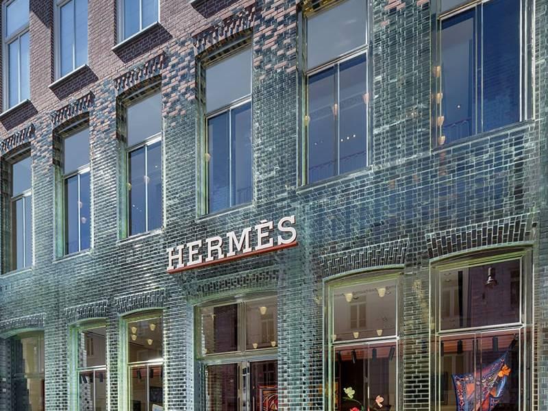 Gạch kính lấy sáng ốp cửa hàng Hermes