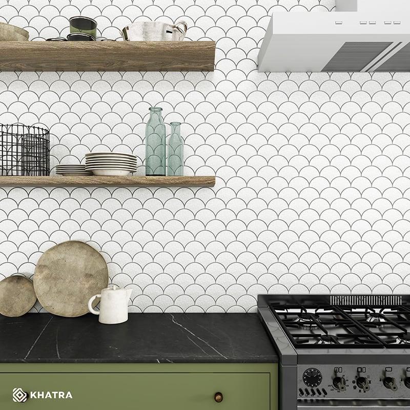 Gạch vảy cá men rạn trắng ốp tường bếp