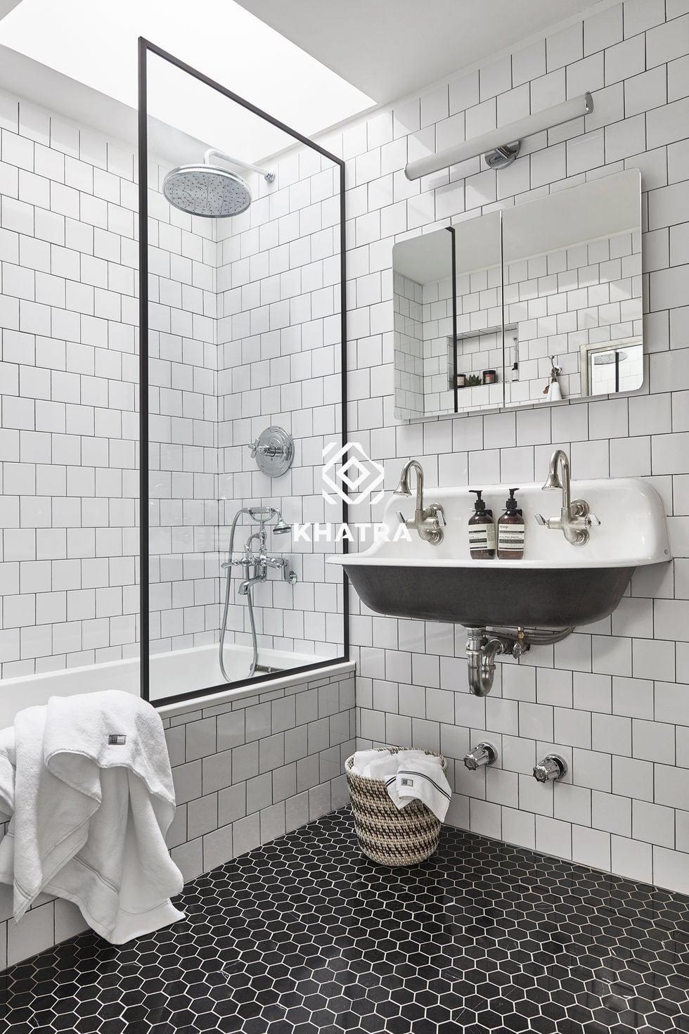 Gạch thẻ trắng 75x150 ốp tường nhà tắm