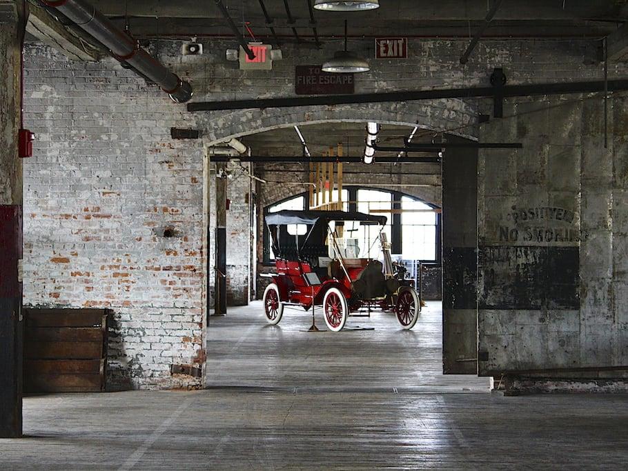 Nhà xưởng ở Detroit