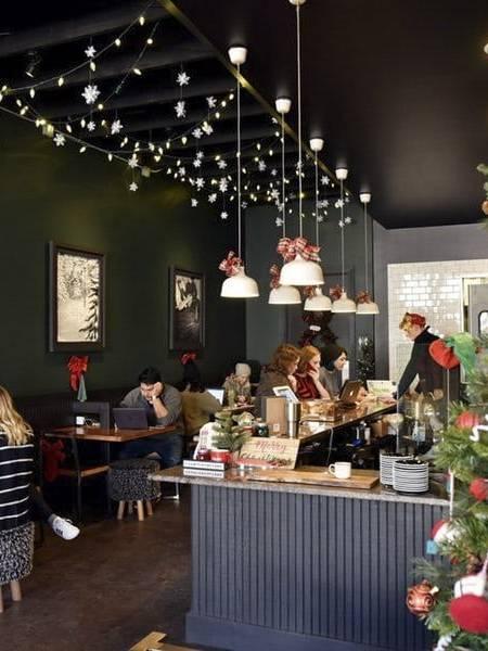 Cách trang trí giáng sinh cho quán cafe