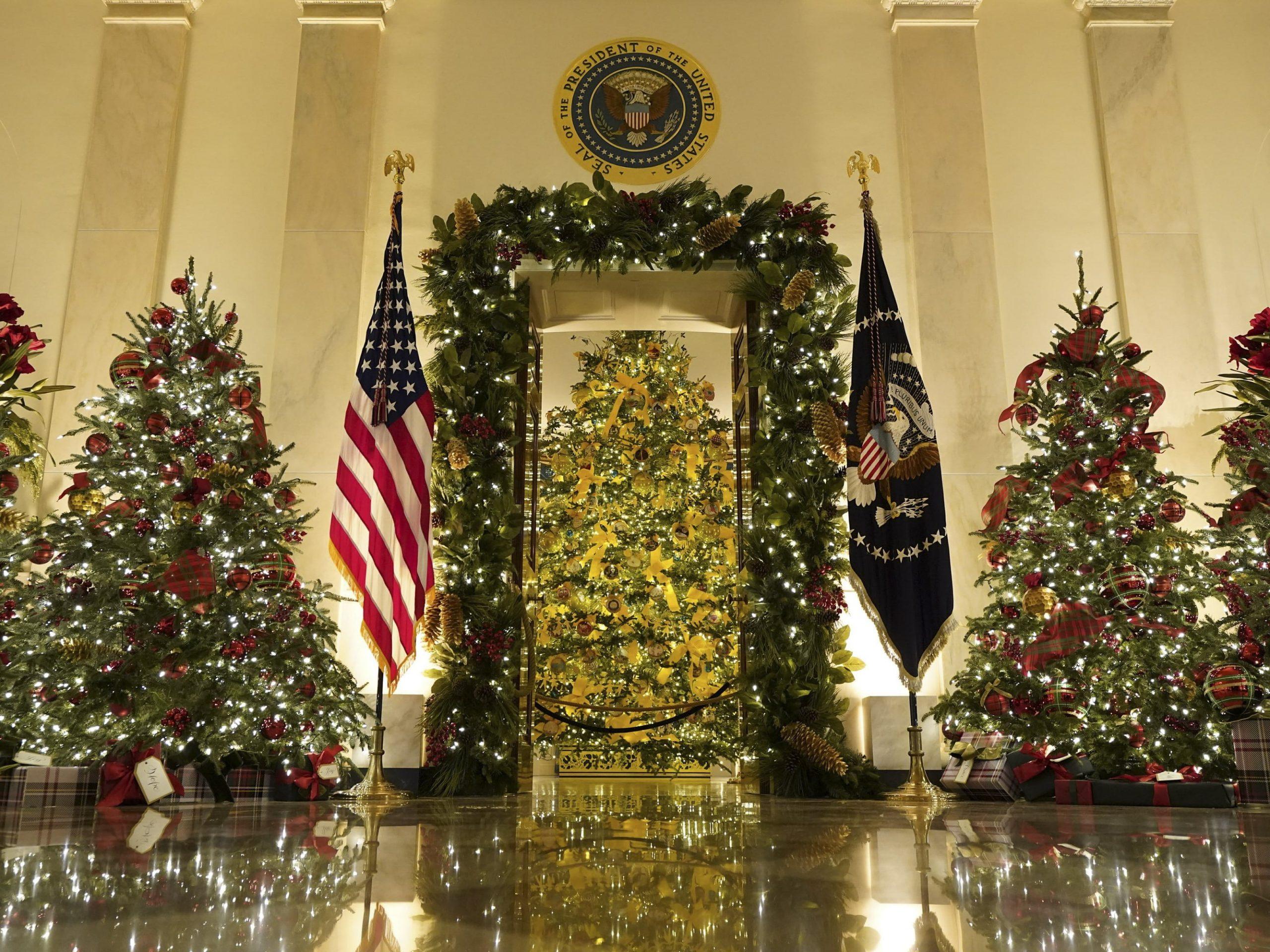 Nhà Trắng trang trí Giáng sinh ở sảnh lớn