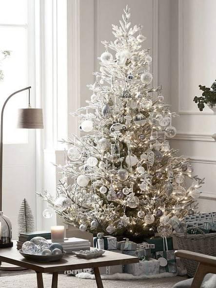 Trang trí cây thông giáng sinh trắng