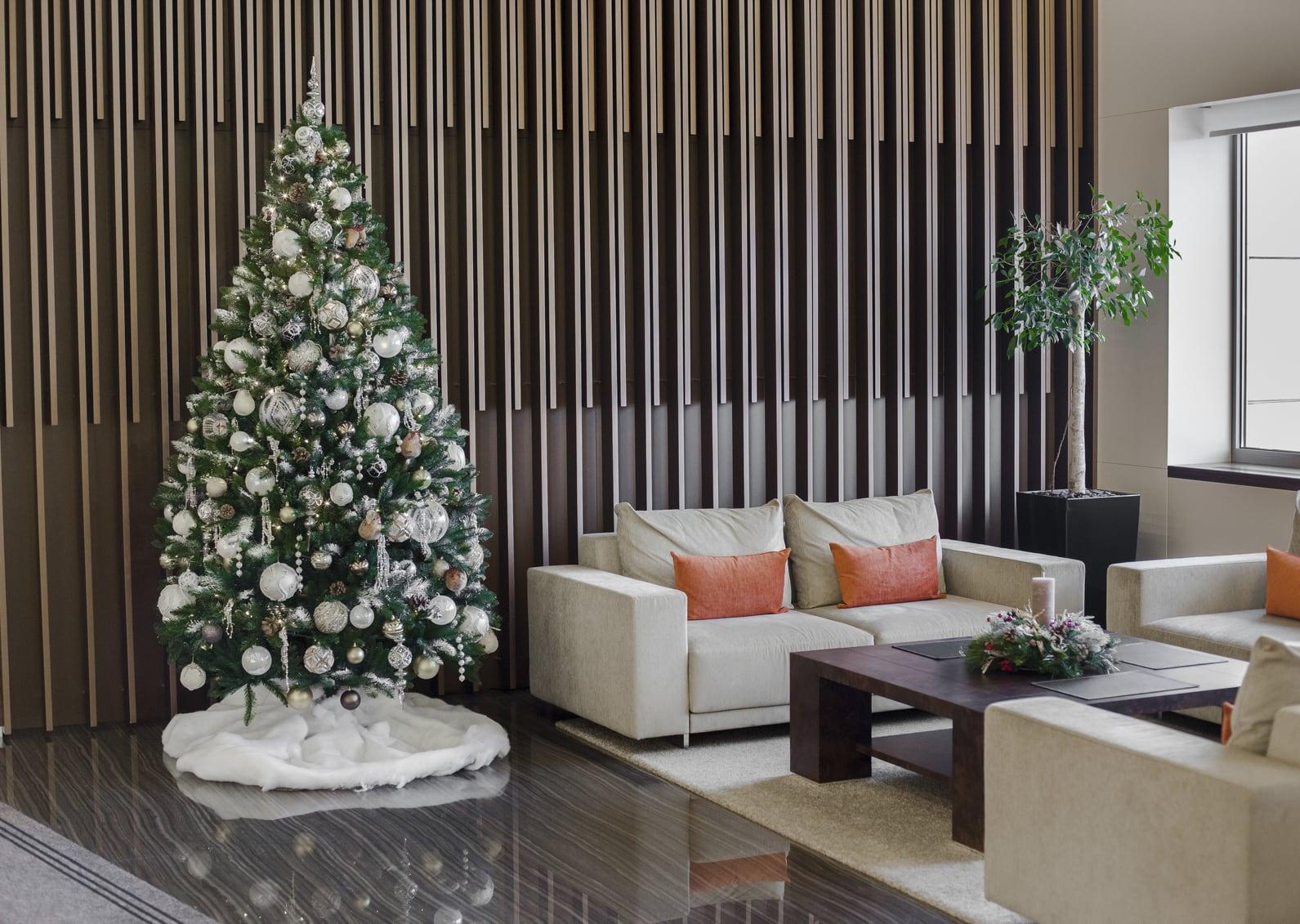 Trang trí Noel cho khu vực lễ tân công ty