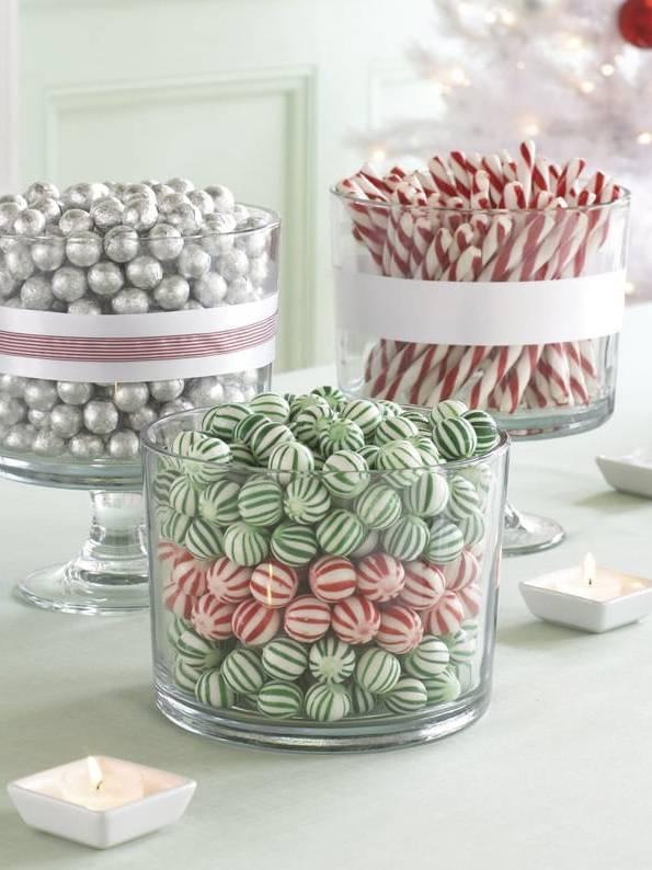 Trang trí văn phòng làm việc bằng hũ kẹo nhiều màu