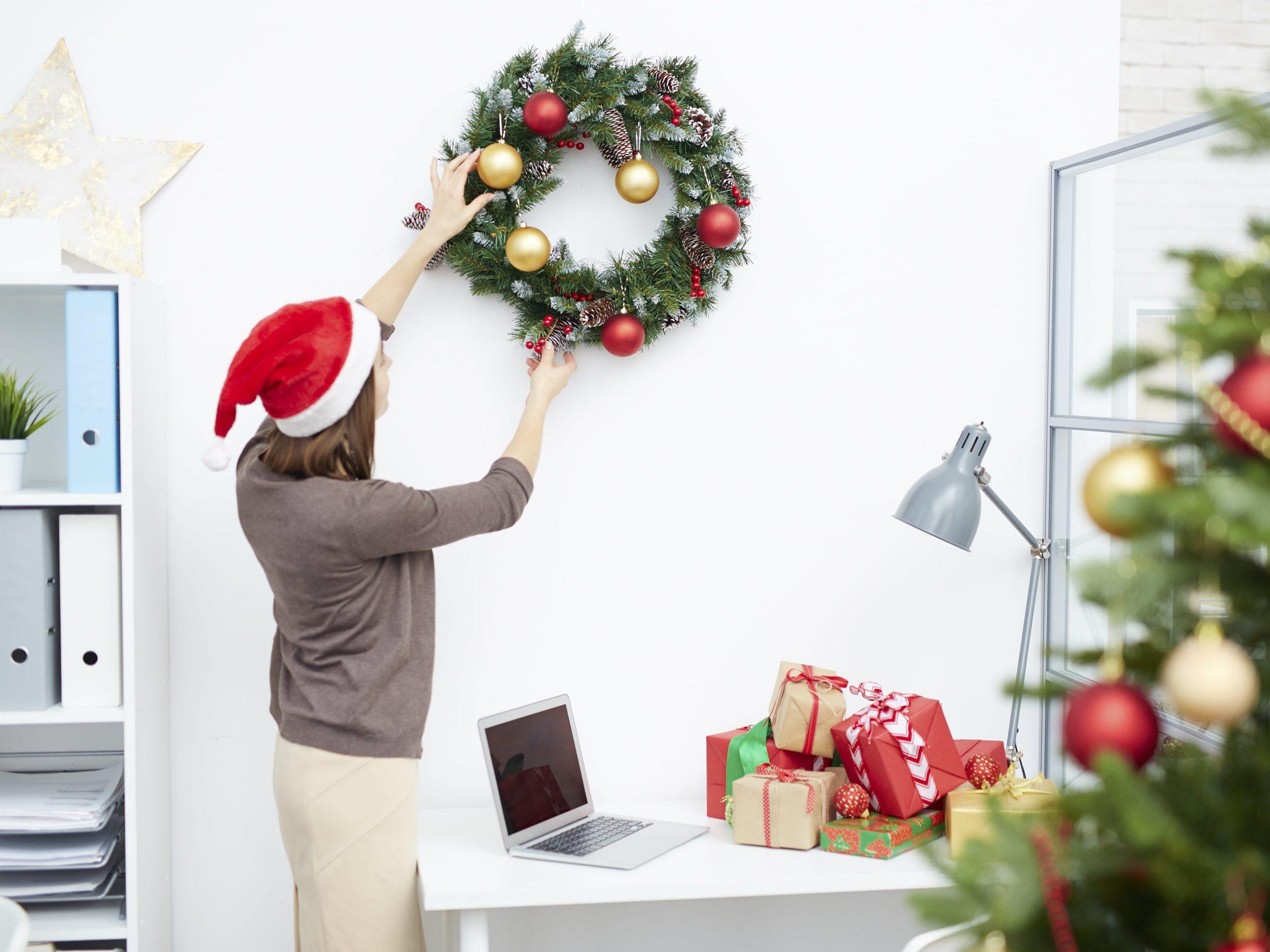 Treo vòng hoa trang trí Noel
