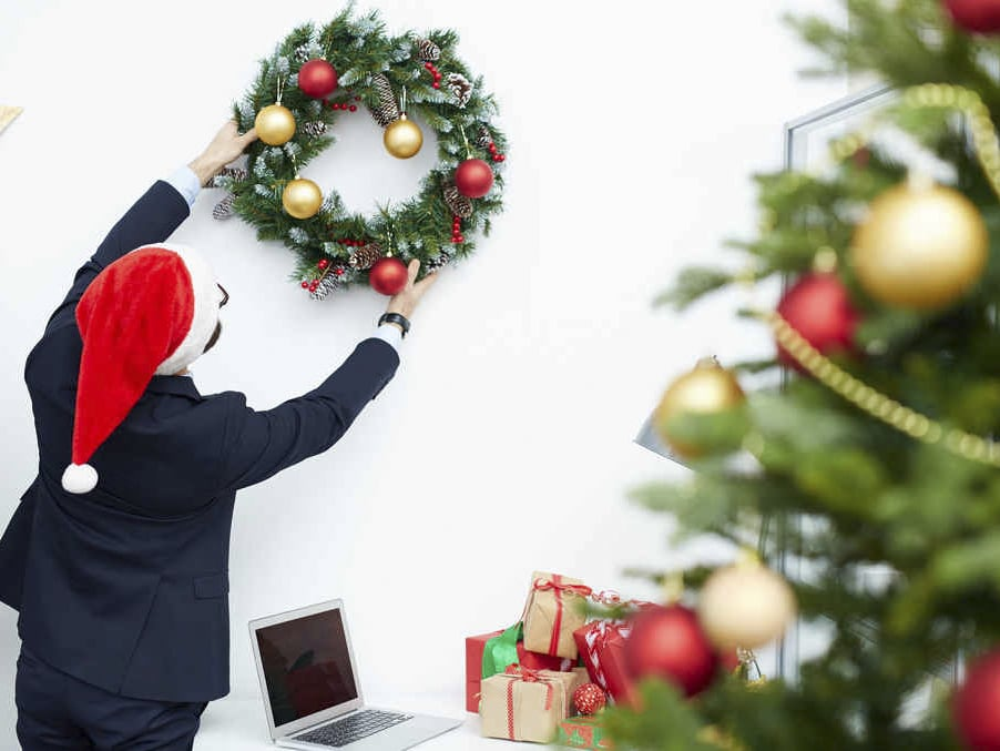 Treo vòng nguyệt quế trang trí Giáng sinh