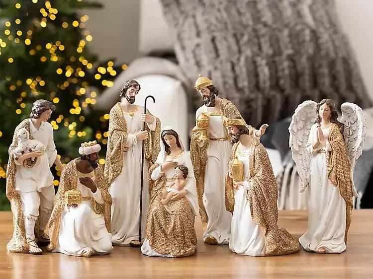 Tượng chưa Giê-su trang trí Noel
