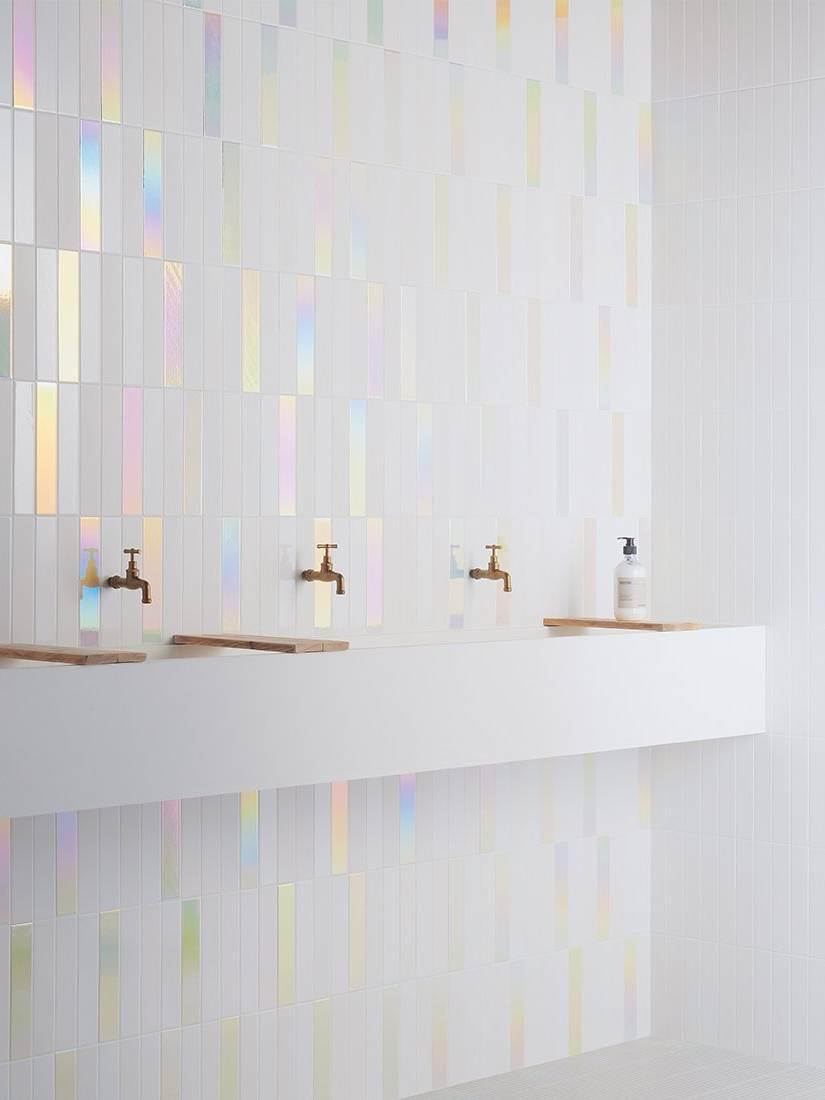 Gạch hologram trắng ốp nhà tắm