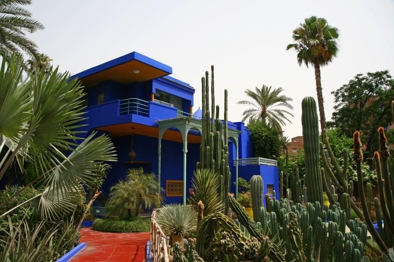Khu vườn sử dụng màu Majorelle Blue làm chủ đạo