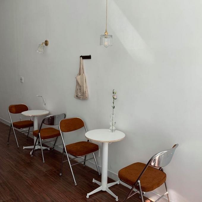 11:11 - Quán cafe mang phong cách tối giản ở quận 1