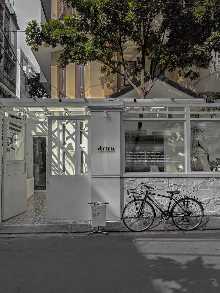 Không gian bên ngoài của Dumm Cafe