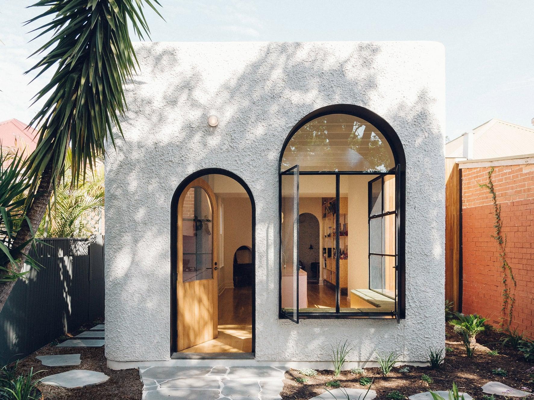 Cửa vòm phong cách Địa Trung Hải