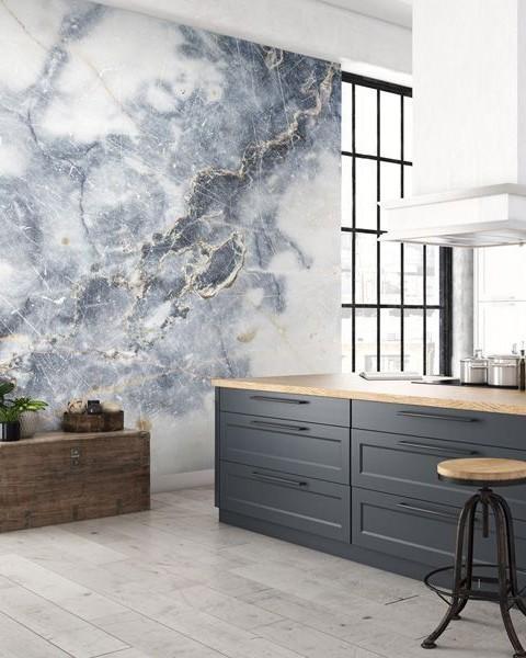 Sử dụng gạch Marble làm mảng nhấn cho tường bếp
