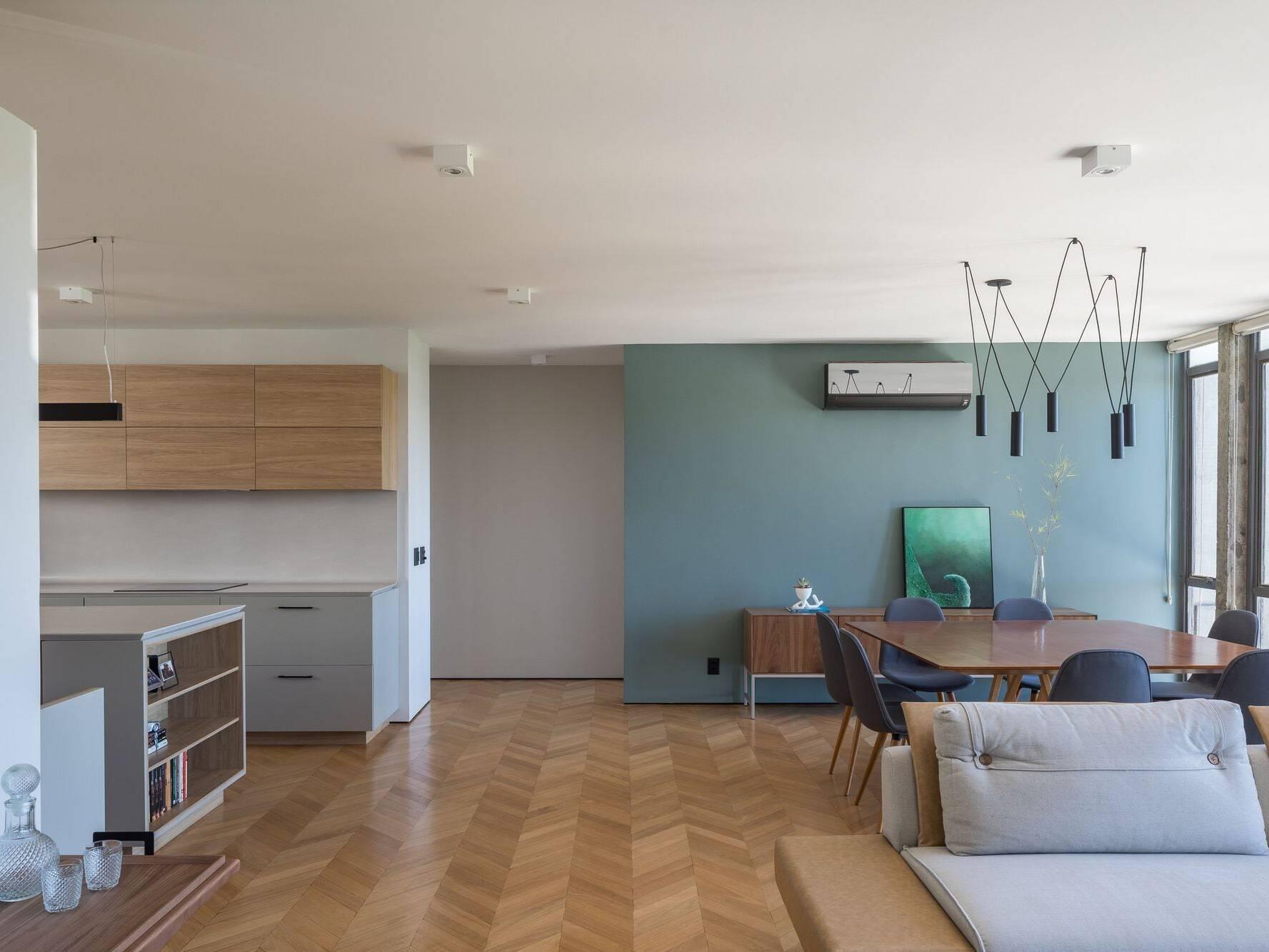 Phòng khách thông với bếp của căn hộ 2PN 100m2