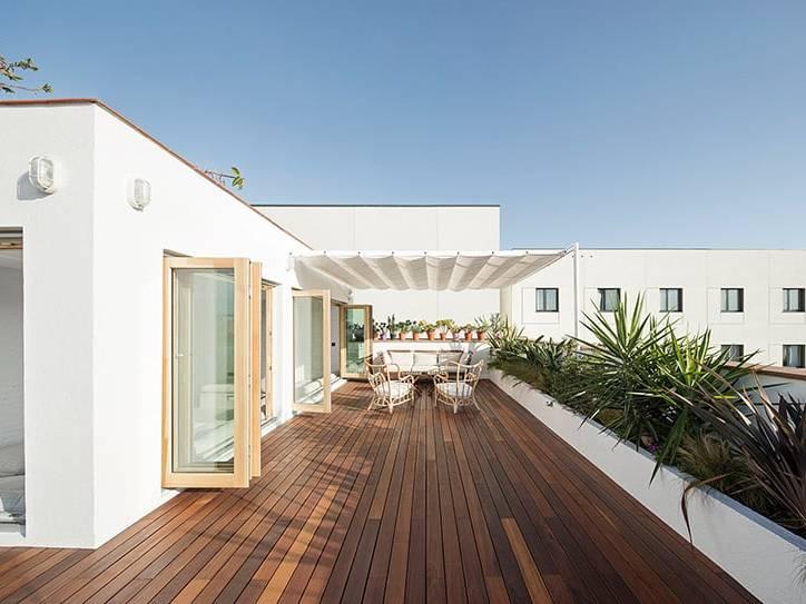 Thiết kế căn hộ 2PN có ban công hứng nắng