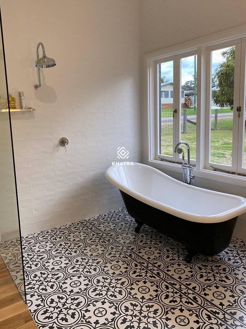 Gạch bông trắng đen lát nền toilet