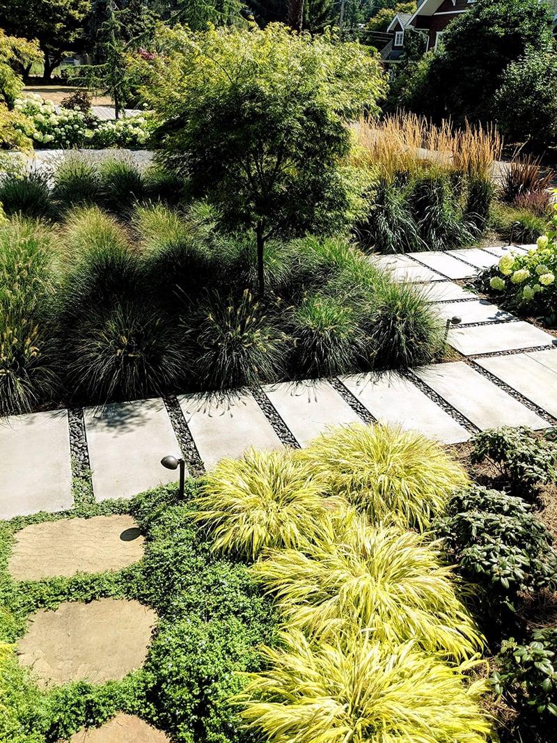 Lối đi trong vườn sử dụng gạch HiThick