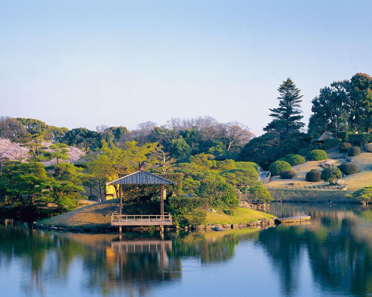 Sân vườn kiểu Nhật với đảo xanh