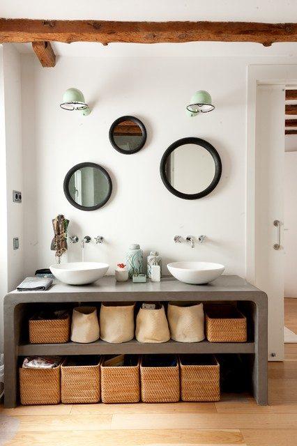 Căn phòng ấm áp với chất liệu mây từ các tủ đựng đồ