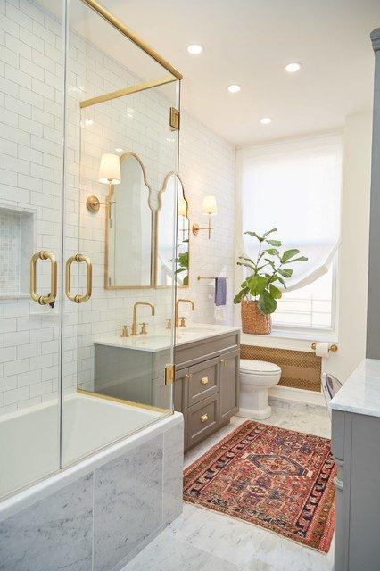 Hạn chế các chi tiết rườm rà xung quanh khi sử dụng thảm hoa văn để trải sàn nhà tắm